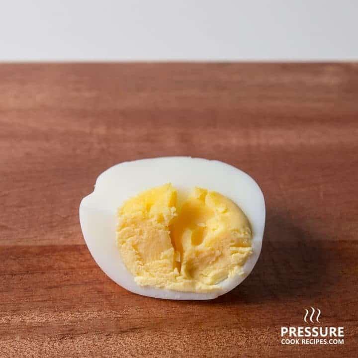 13 minutes pressure cooker perfect hard boiled egg pressurecookrecipes.com