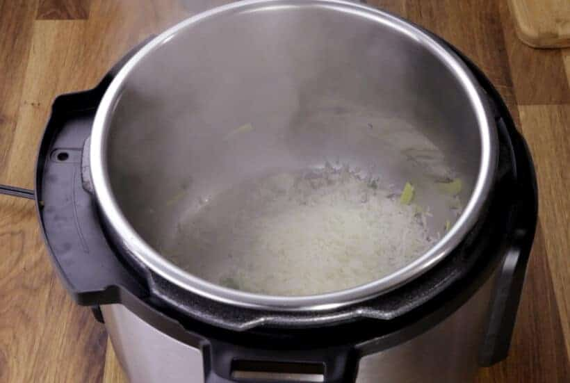 rinse rice in Instant Pot #AmyJacky #InstantPot #PressureCooker #recipe
