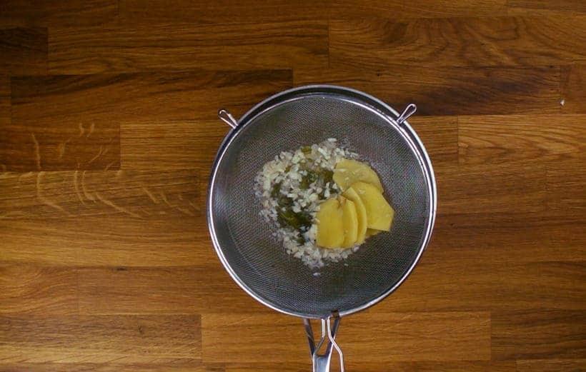 Hainan Chicken Rice Instant Pot: filter hainanese chicken stock with strainer #AmyJacky #InstantPot #PressureCooker #recipe #asian #chinese #chicken #rice