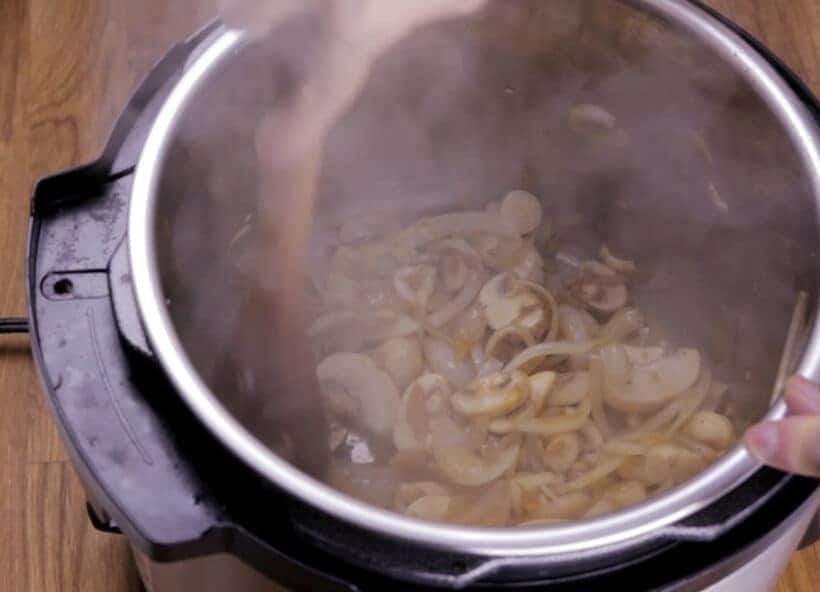 saute mushrooms in Instant Pot Pressure Cooker    #AmyJacky #InstantPot #PressureCooker #beef #recipes