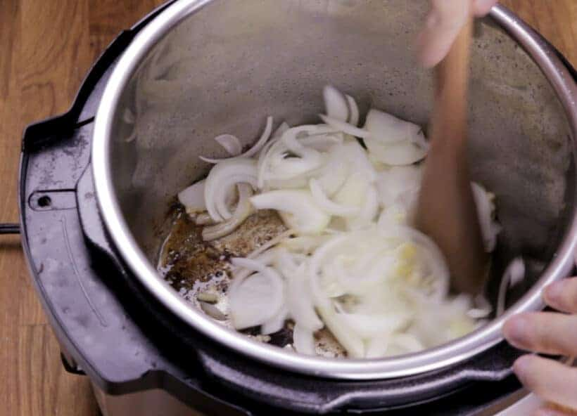 saute onions in Instant Pot    #AmyJacky #InstantPot #PressureCooker #beef #recipes