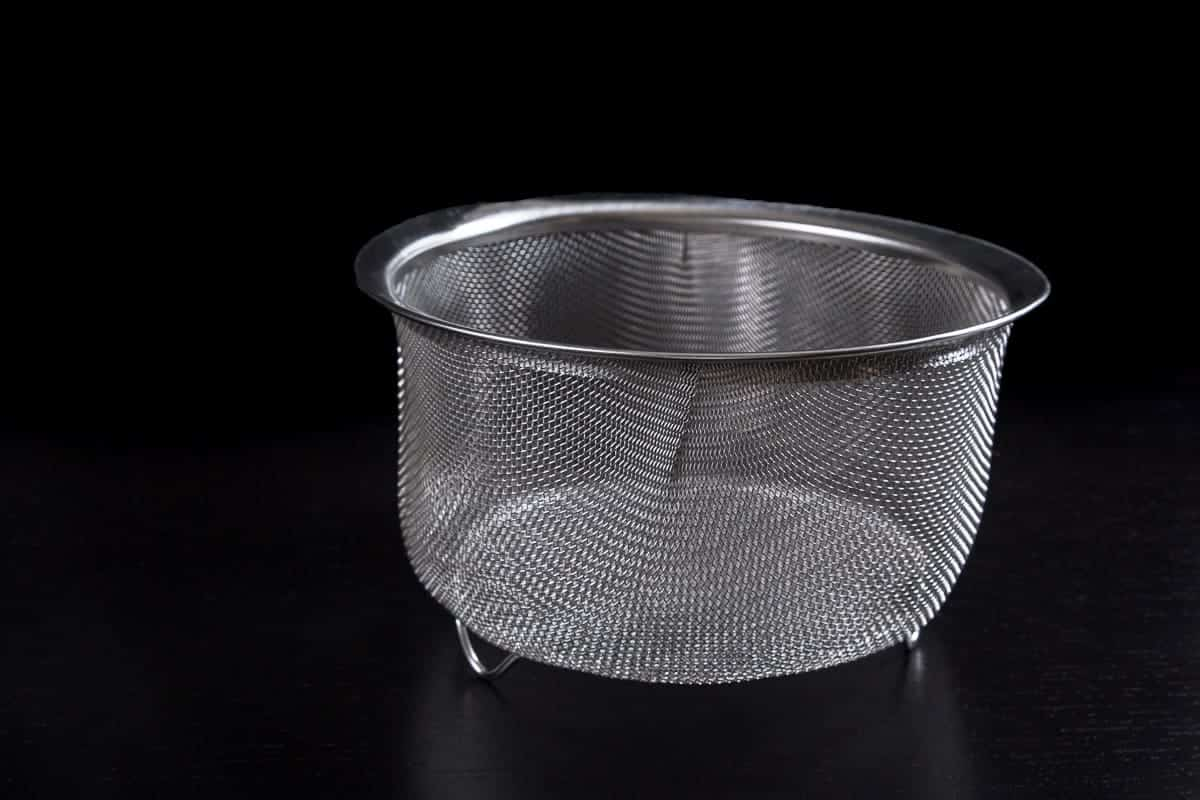 RSVP Endurance Stainless Steel Wide Rim 8-inch Mesh Basket, 3-Quart capacity