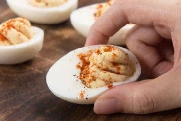 Instant Pot Deviled Eggs | Pressure Cooker Deviled Eggs | Instant Pot Hard Boiled Eggs | Pressure Cooker Hard Boiled Eggs | Instant Pot Eggs | Deviled Eggs Recipe | Hard Boiled Eggs Recipe | Party Appetizers #AmyJacky #InstantPot #PressureCooker #recipes #eggs