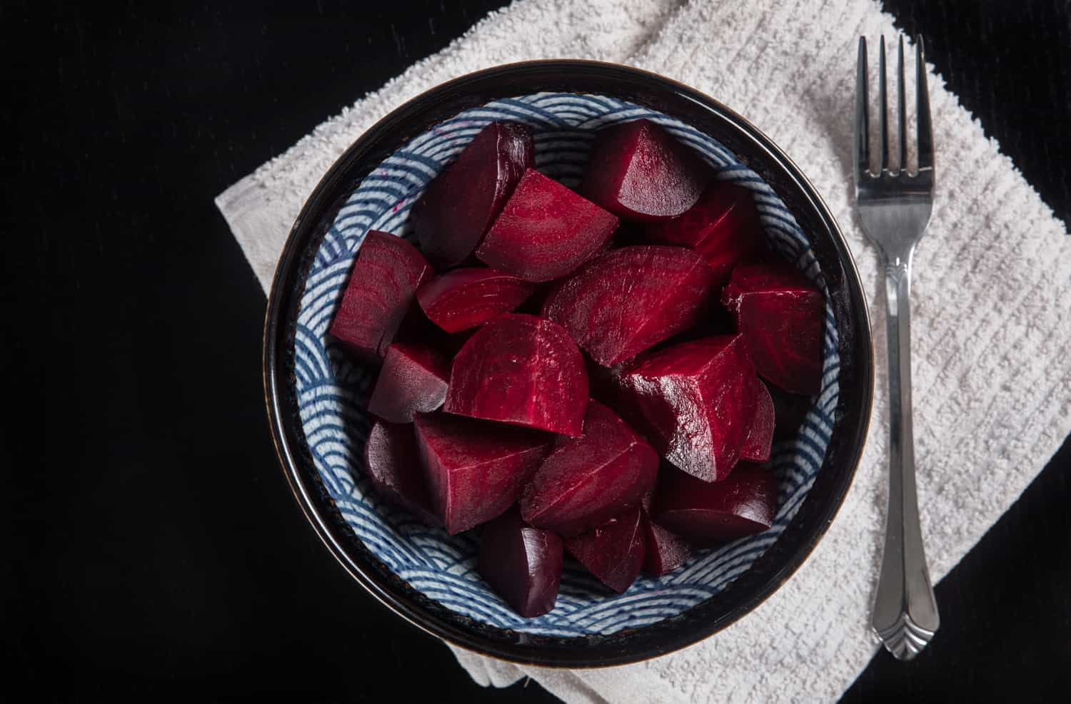 Make Instant Pot Beets Recipe (Pressure Cooker Beets): super easy to make for salads, soups, pickled snacks, desserts, puree, smoothies. Gluten-free, paleo, whole food, vegetarian, vegan.