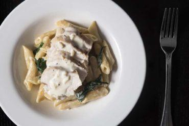 Easy Instant Pot Chicken Recipes (Easy Pressure Cooker Chicken Recipes): Instant Pot Chicken Alfredo Pasta Recipe