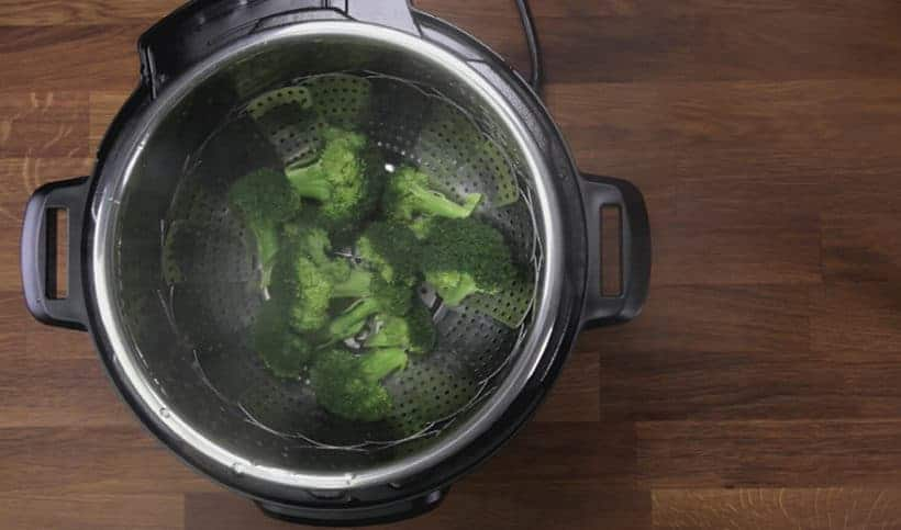 Instant Pot Broccoli Recipe: remove broccoli in Instant Pot immediately to prevent from overcooking #instantpot #pressurecooker #vegan #vegetarian #recipe #keto #paleo