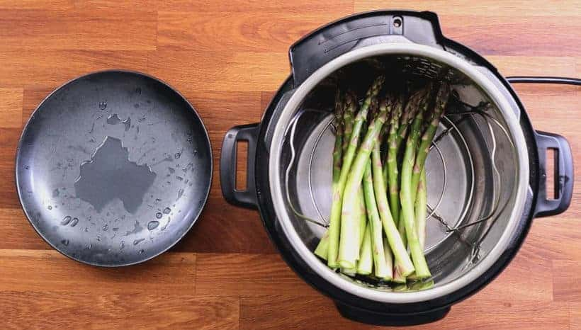Pressure Cooker Asparagus: add asparagus in Instant Pot Pressure Cooker #AmyJacky #InstantPot #recipes