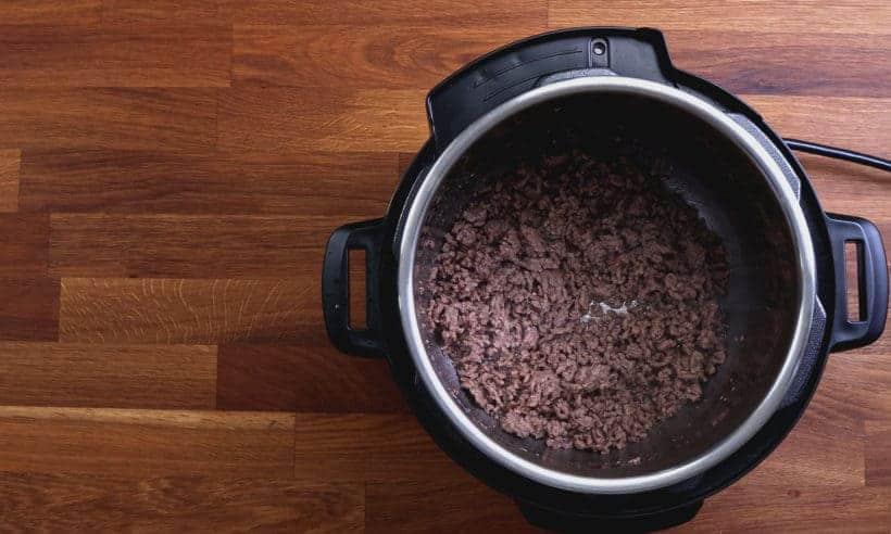Instant Pot Spaghetti | Pressure Cooker Spaghetti: brown ground beef in Instant Pot Pressure Cooker until crisped #AmyJacky #InstantPot #PressureCooker #recipe #healthy