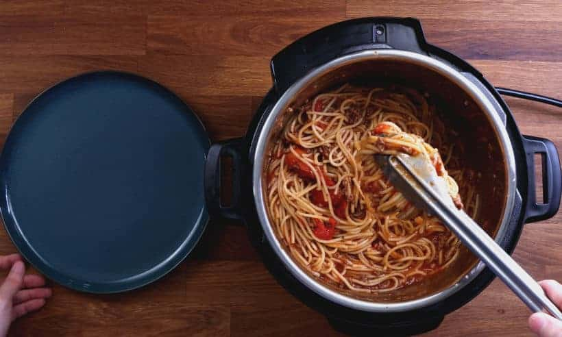 Instant Pot Spaghetti | Pressure Cooker Spaghetti: thicken spaghetti sauce and season spaghetti in Instant Pot #AmyJacky #InstantPot #PressureCooker #recipe #easy #healthy