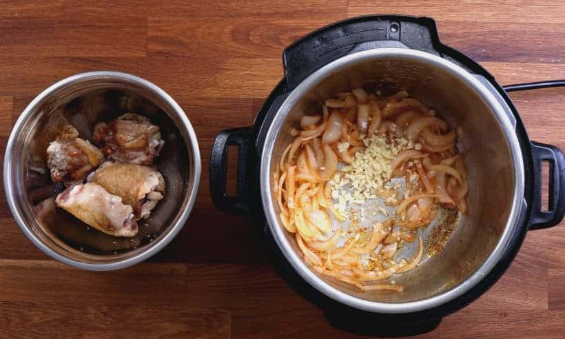 Chicken and rice recipe: saute garlic in Instant Pot Pressure Cooker  #AmyJacky #InstantPot #PressureCooker #recipes #chicken