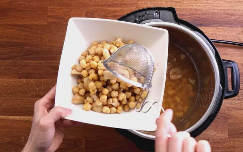 Instant Pot Chickpeas | Pressure Cooker Chickpeas: drain chickpeas with strainer  #AmyJacky #InstantPot #PressureCooker #recipes #vegan #GlutenFree #vegetarian