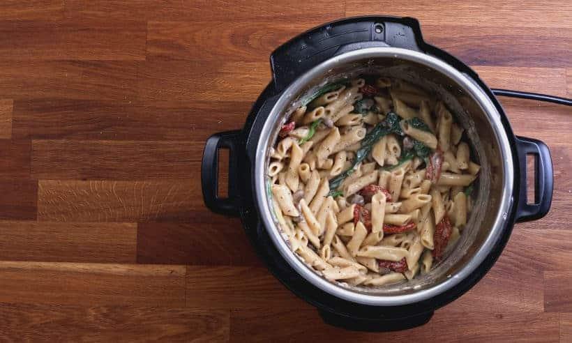 Instant Pot Tuscan Chicken Pasta | Pressure Cooker Tuscan Chicken Pasta #AmyJacky #InstantPot #PressureCooker #recipes #pasta #chicken