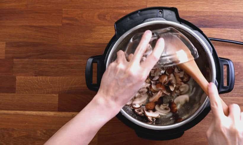 Instapot Tuscan Chicken Pasta: saute mushrooms and garlic in Instant Pot Pressure Cooker  #AmyJacky #InstantPot #PressureCooker #recipes #easy #chicken