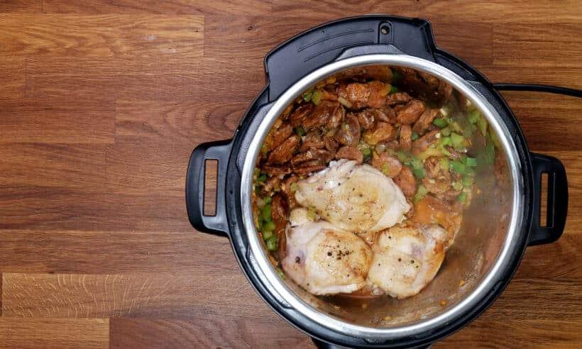 add browned chicken to pressure cook jambalaya #AmyJacky #InstantPot #PressureCooker #recipe #chicken