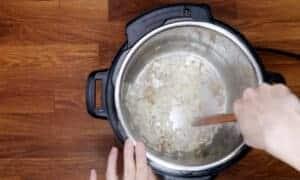saute onions in Instant Pot #AmyJacky