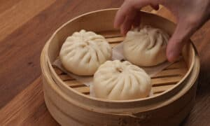 buns in bamboo steamer
